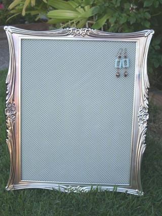Jewelry_frame_view_2_4132007