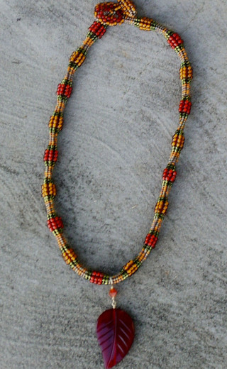Herringbone_necklace_with_leaf_2