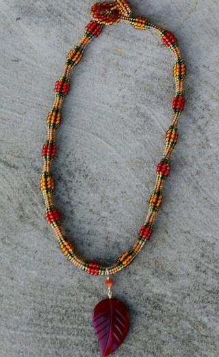 Herringbone_necklace_with_leaf_2