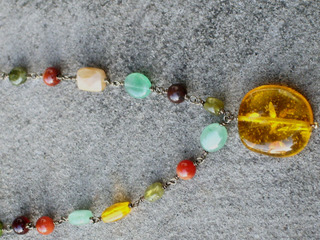 Multistone_necklace_from_elaine_clo