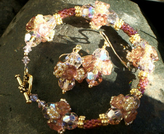 Peyote_tube_beads_and_button_flower