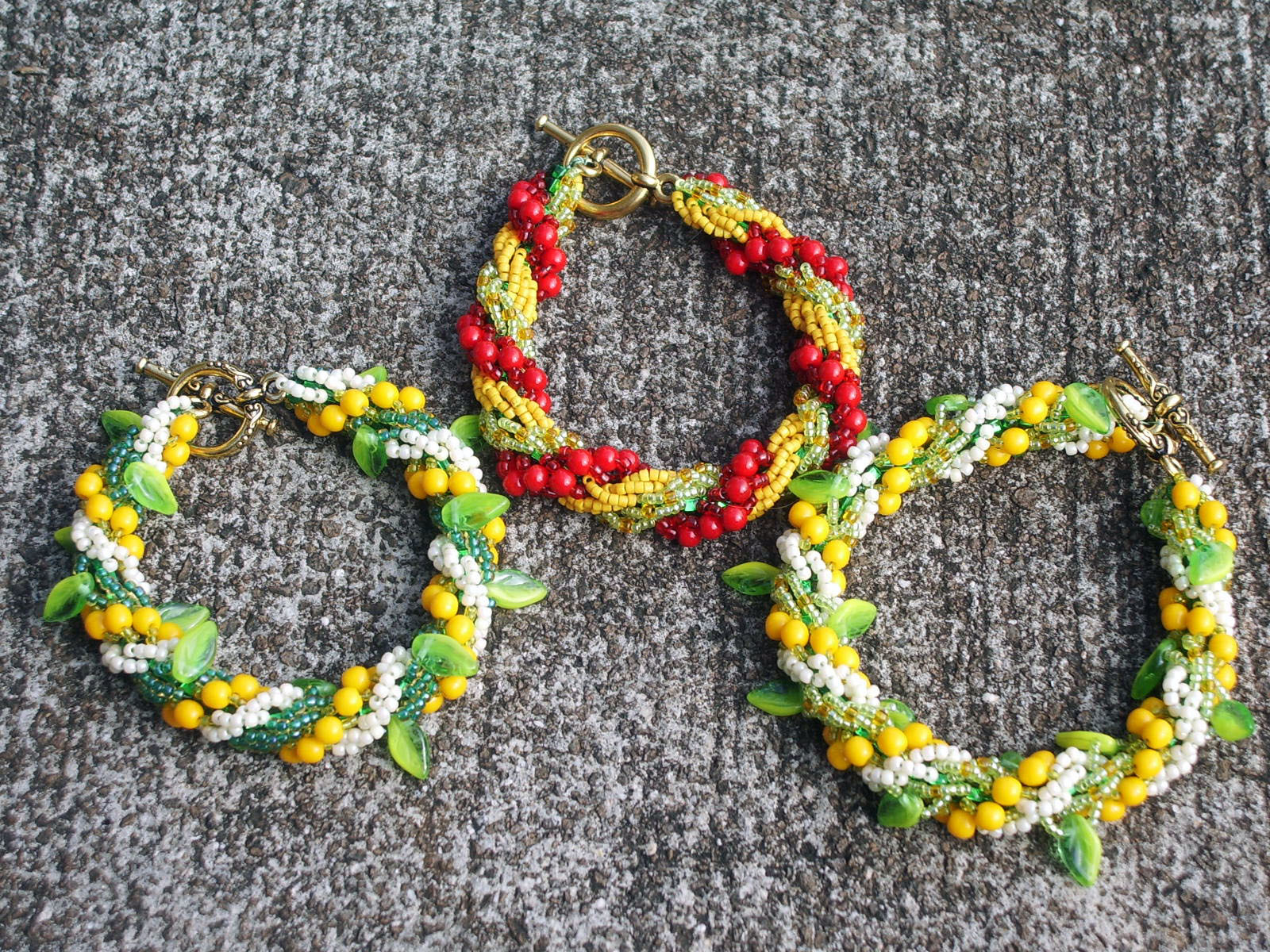 Bracelets_hawaiian_leis
