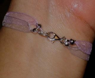 Button_bracelet_on_ribbon_closure_215200