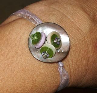 Button_bracelet_on_ribbon_view_2_2152007