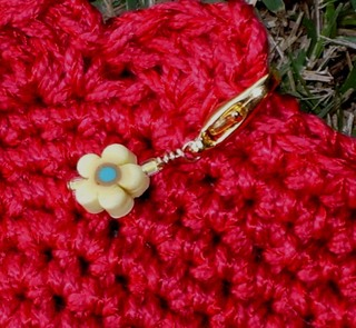 Crochet_stitch_marker_in_use_view2_29200
