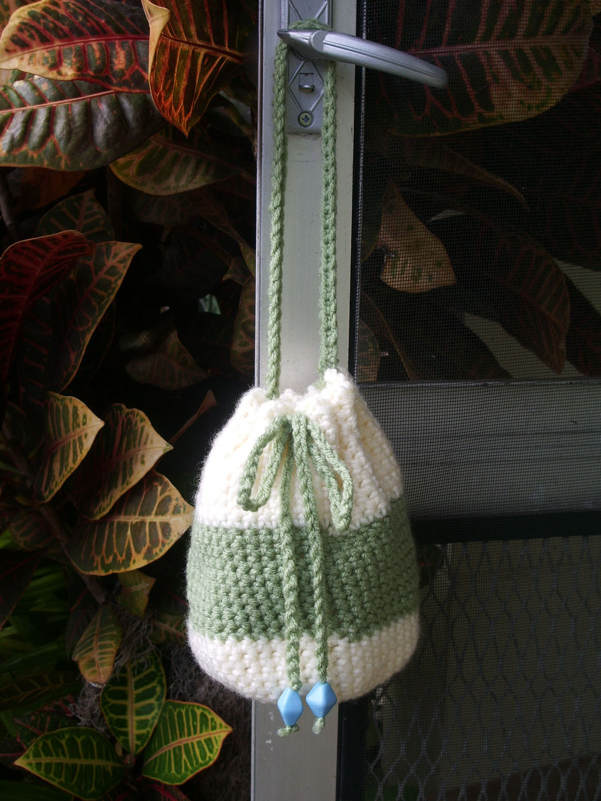 Crocheted_pouch_sage_and_cream