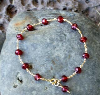 Czech_rosebud_bead_bracelet_232007