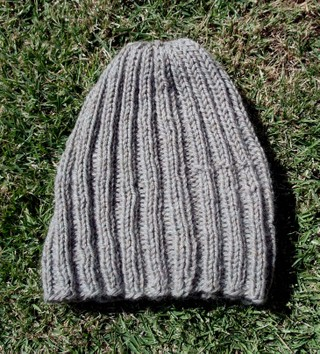 Finished_ribbed_beanie_view_2_2142007