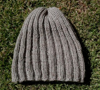 Finished_ribbed_beanie_view_3_2142007