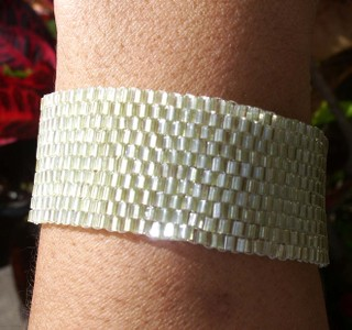 Peyote_stitch_cuffs_celery_cuff_band_218