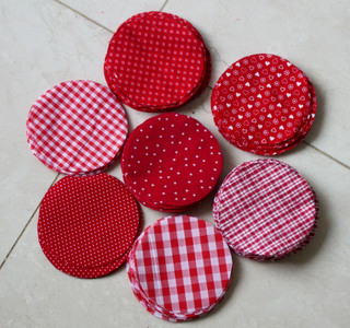 Red_and_white_fabric_circles