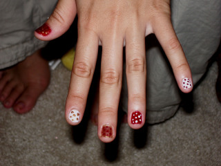 Ts_polka_dot_nails_1_2007